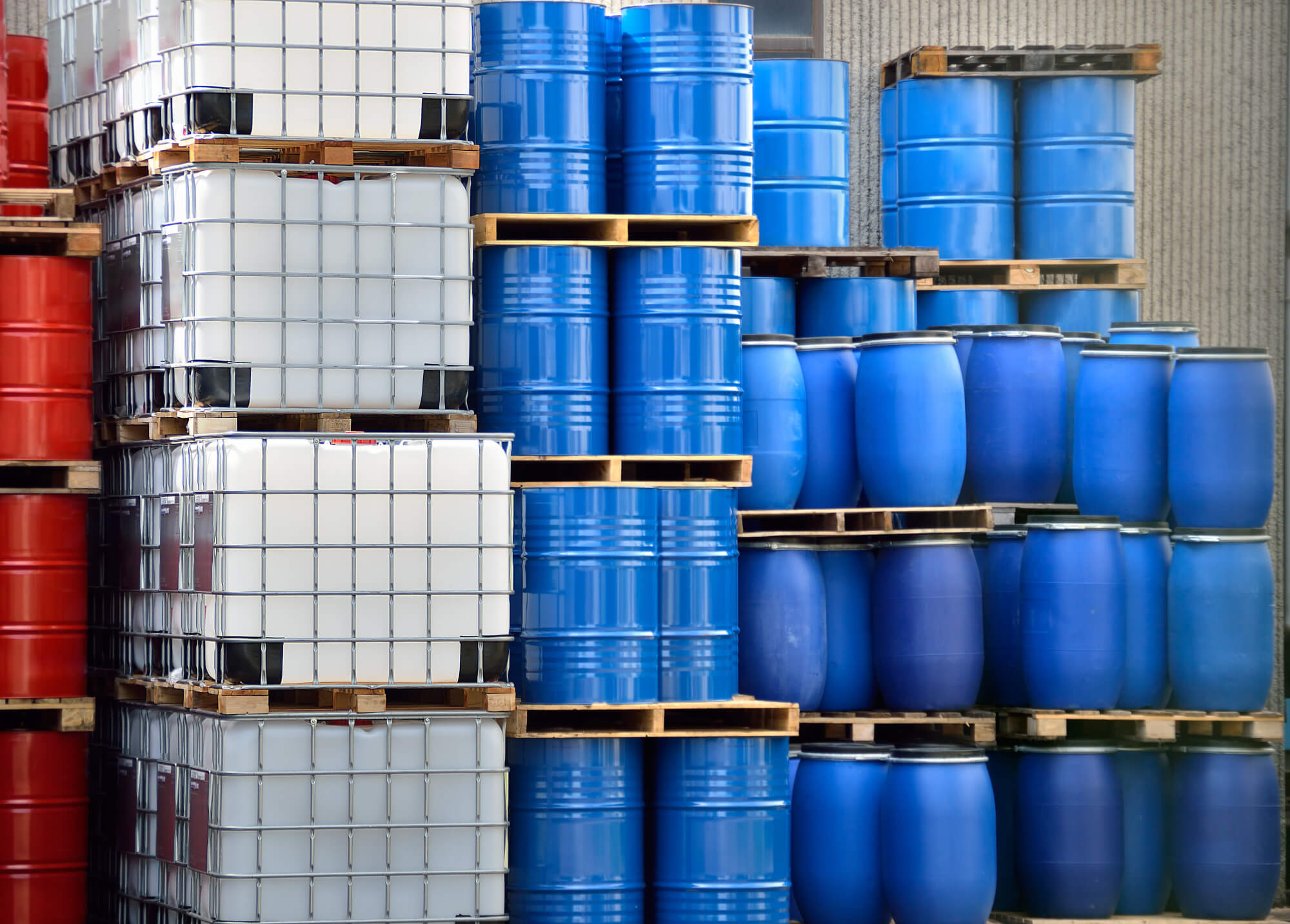 Your Guide to Liquid Chemical Packaging – from Bottles to Bulk